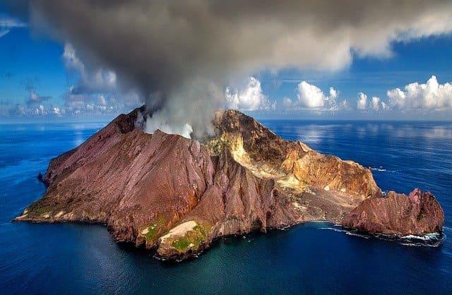Вулканы и землетрясения кратко